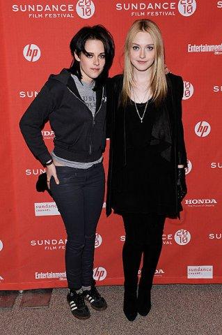 """Кристен Стюарт и Дакота Фаннинг - актрисы фильма """"The Runaways"""" о девичьей панк-группе"""