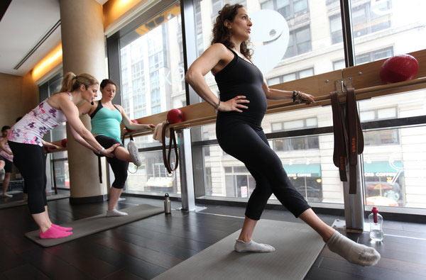 Занятия фитнесом и спортом для беременных